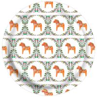RUnd bricka med möster av dalahästar
